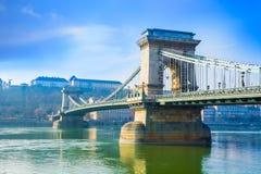 在多瑙河,布达佩斯的桥梁 库存图片