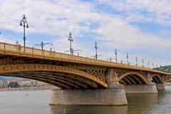 在多瑙河,布达佩斯的玛格丽特桥梁 库存照片