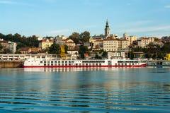 在多瑙河,贝尔格莱德的河船 库存图片