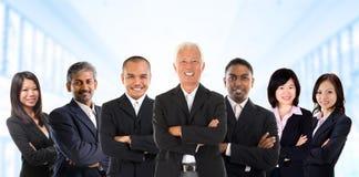 在多种族的亚洲企业小组。 库存照片