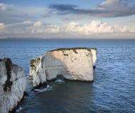 在多西特侏罗纪海岸的老哈里点日落的 免版税库存照片