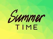 在多角形背景的夏时,黄色,绿色 库存图片