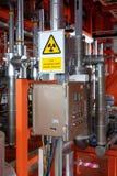 在多阶段流量计的辐射小心在油和煤气平台 免版税库存图片