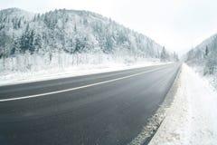 在多雪的乡下公路 库存图片