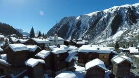 在多雪的冬天村庄的天线 股票视频