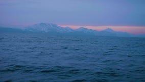 在多雪的山和海水波浪的美好的早晨日出环境美化 影视素材