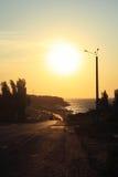在多暴风雨的天气的日出在海上在克里米亚 库存图片