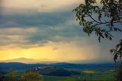 在多暴风雨的天气的谷 免版税图库摄影