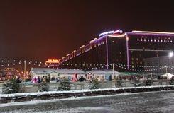 在夜之前鞠躬小山滑冰场,莫斯科 免版税图库摄影
