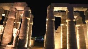 在夜充分的HD录影的卢克索神庙 影视素材