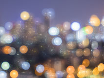 在夜光风景的被弄脏的bokeh图象在城市 库存图片