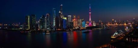 在夜全景上海地平线的航拍scen 库存图片