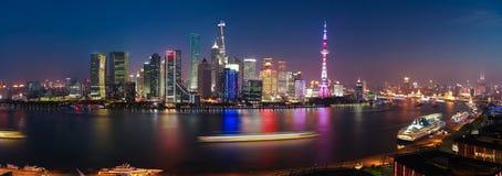 在夜全景上海地平线的航拍scen 库存照片