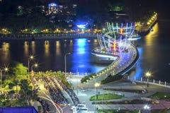 在夜变动的Ninh Kieu码头随着时间的推移显示 免版税库存照片