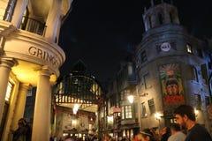 在夜哈里・珀特环球电影制片厂的Hogwarts 免版税图库摄影