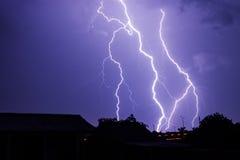 在夜天空的闪电风暴  免版税库存照片