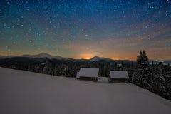 在夜山的冬天 图库摄影