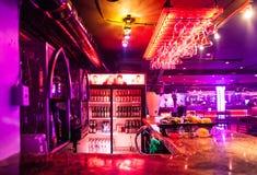 在夜总会的酒精酒吧 库存照片