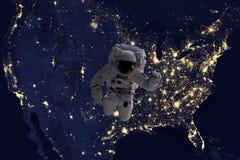 在夜期间,在地球附近,在露天场所的宇航员飞行在美国 图象由美国航空航天局照片f制成 库存图片