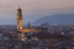 在夜期间,佛罗伦萨,意大利全景  库存照片