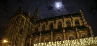 在夜期间, Sint Bavo教会哈莱姆 库存照片