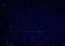 在夜空的流星飞星 免版税库存图片