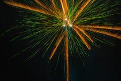 在夜空的美丽的假日烟花 免版税库存照片