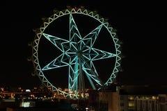 在夜空的鲜绿色的墨尔本星 免版税库存图片