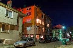 在夜街道上的保加利亚轻的图片在波摩莱 库存照片