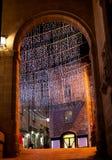 在夜街道上的圣诞节诗歌选 免版税图库摄影