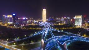 在夜郑州瓷的高速公路 库存照片