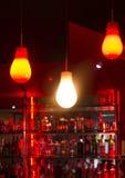 在夜酒吧的灯 图库摄影