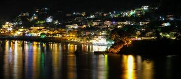 在夜金黄海滩Thassos Skala Panagia希腊的Chrisi Ammoudia 库存图片