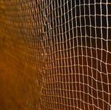 在夜间照片的被隔绝的羽毛球网 库存照片