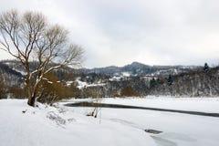 在夜间风险雾之上阴霾放置了长的山河天空水 33c 1月横向俄国温度ural冬天 免版税库存照片