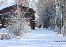 在夜降雪以后的Sloviansk街道 免版税库存图片