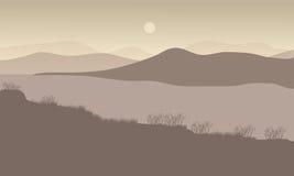 在夜风景的小山与河 免版税库存图片