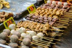 在夜食品店/市场的亚洲食物 免版税图库摄影