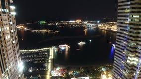 在夜高轻的棕榈的看法在迪拜市 影视素材