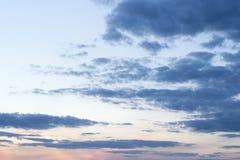在夜间天空的云彩 库存照片