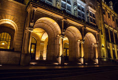 在夜间的著名城市视域2015年12月26日在鹿特丹-荷兰 免版税库存图片