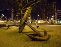 在夜间的著名城市视域2015年12月26日在鹿特丹-荷兰 图库摄影