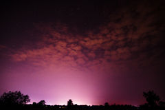 在夜紫色的天空 免版税库存图片