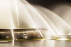在夜细节的喷泉 免版税库存图片