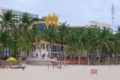 在大东海海滩的南中国大酒店在海南旅游海岛上  库存照片