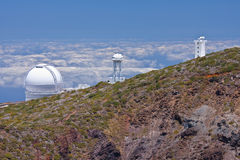 在大云彩la palma望远镜之上 库存照片