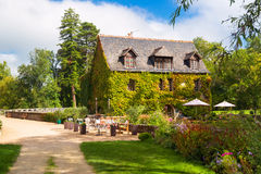 在大别墅de l'Islette,法国附近的美丽如画的房子 免版税库存图片
