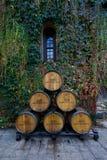 在大别墅Montelena的葡萄酒桶 免版税库存照片