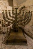 在大卫国王` s坟茔的光明节menorah在耶路撒冷,以色列 免版税库存照片