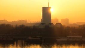 在大厦后的日落 免版税图库摄影